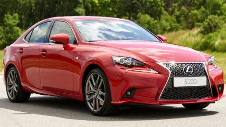 Lexus вывел на российский рынок седан IS с турбомотором
